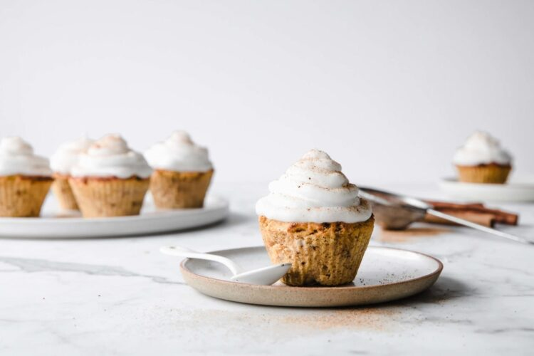 These Keto Pumpkin Spice Cupcakes with Marshmallow Frosting have all the deliciously sweet flavors of fall while still being sugar free and gluten free. | Peace Love and Low Carb